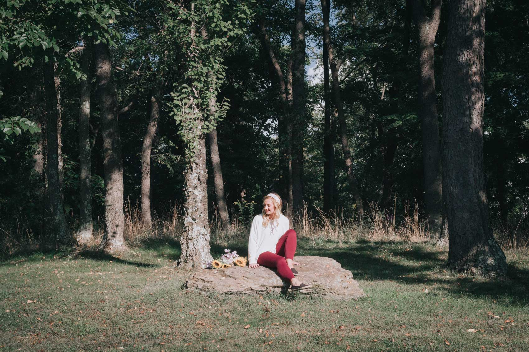Lifestyle blogger, Allyn Lewis, explores Round Hill Park in Elizabeth, PA wearing a cozy fall outfit from Aerie (featuring the most comfortable leggings!).